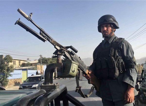 Afghanische Sicherheitskräfte am Anschlagsort.