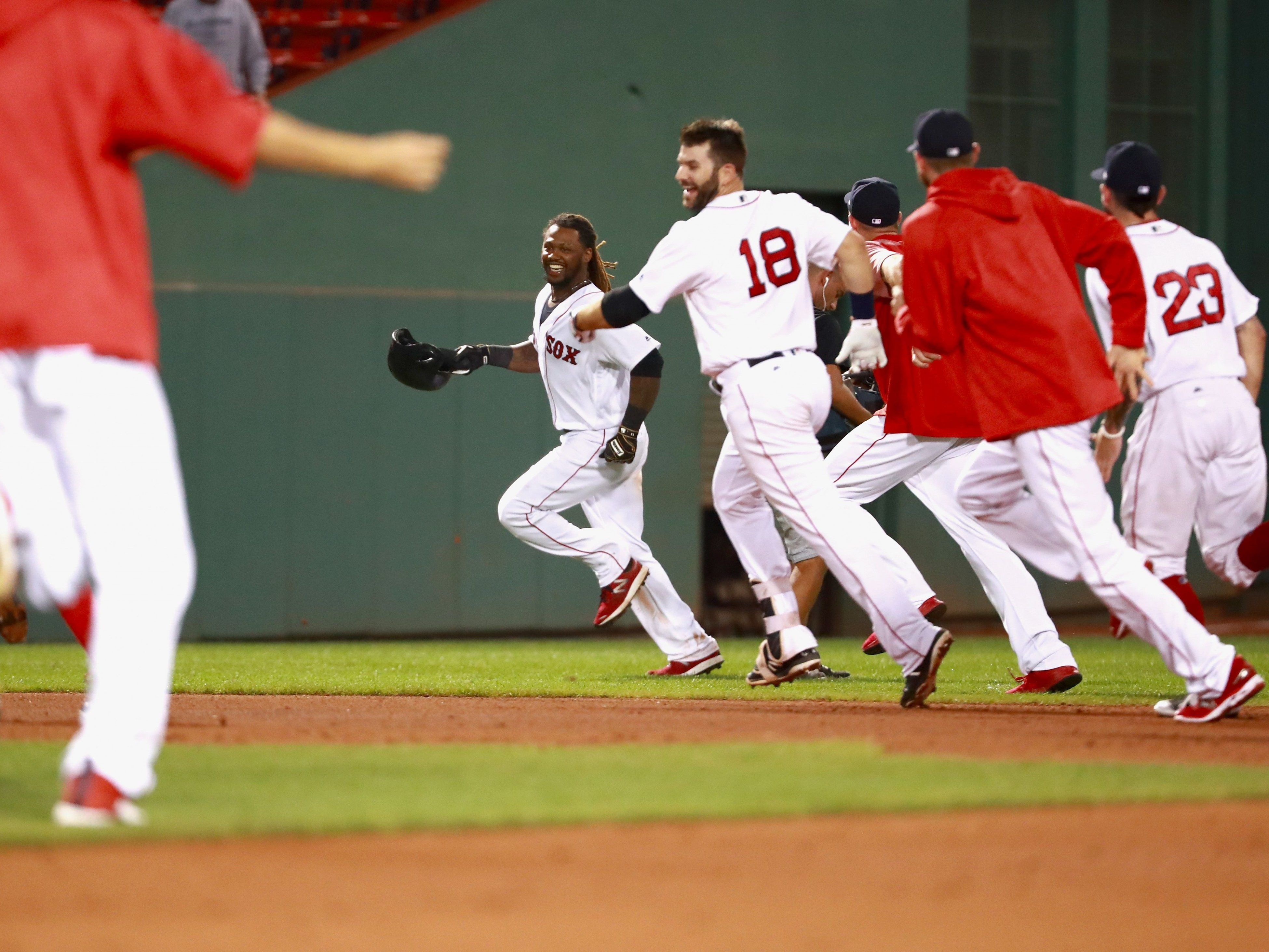 Die Boston Red Sox sollen mithilfe einer Smart-Watch betrogen haben.