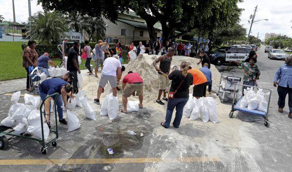 """Menschen in Florida bei der Vorbereitung auf Hurrikan """"Irma"""""""