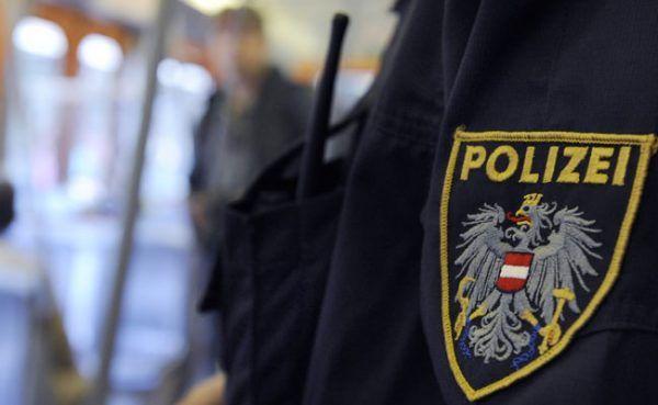 Der mutmaßliche Einbrecher wurde von der Polizei festgenommen.