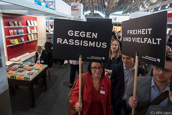 Menschen demonstrierten gegen Rassismus und rechtes Gedankengut