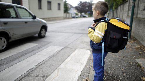 Mann versuchte zwei 8-Jährige in sein Auto zu drängen: Fahndung