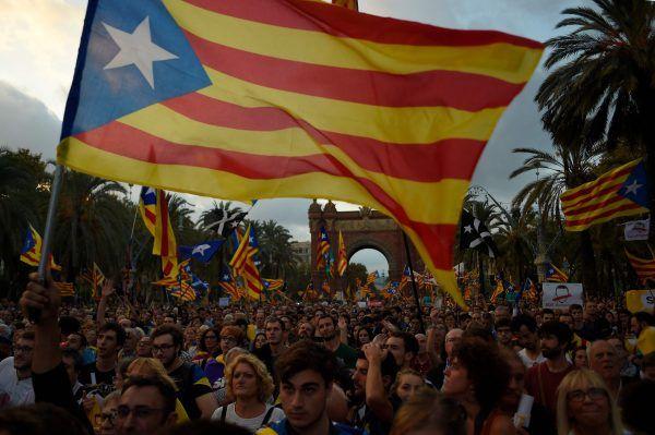 Puigdemont hatte vor dem Regionalparlament in Barcelona die Ausrufung der Unabhängigkeit von Spanien angekündigt.