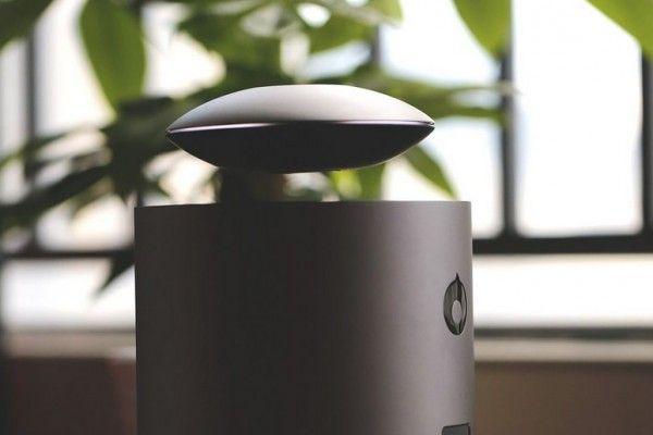 Der Lautsprecher Mars schwebt wie ein UFO über der Bodenstation.