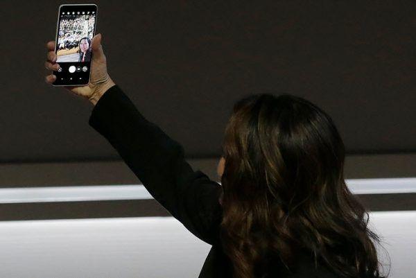 """Die neue Funktion """"Google Lens"""", bei der Inhalte im Bild erkannt werden können, funktioniert zunächst nur in der Foto-App"""