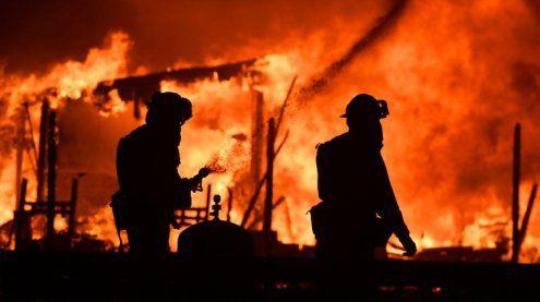 Waldbrände wüten in Kalifornien: Mehrere Tote, Dutzende Verletzte