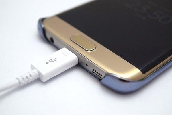 Smartphones sollten nicht über Nacht geladen werden.