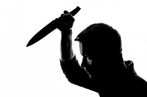 Der Ex-Freund der Frau stach mit dem Messer auf sie ein.