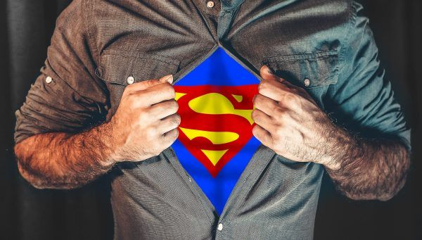 Die Kinder in einem Krankenhaus in Sao Paulo werden von einem fensterputzenden Superman überrascht.
