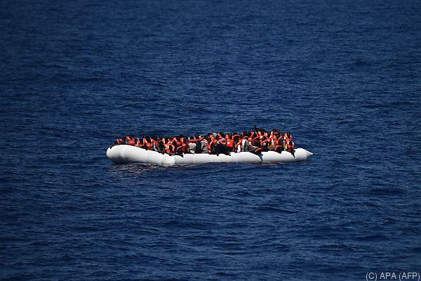 Flüchtlinge kommen oft mit Schlauchbooten