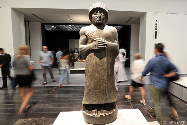 Erste Besucher strömten ins Museum
