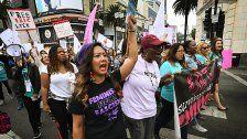 """Hunderte bei """"#MeToo""""-Demo in Hollywood"""