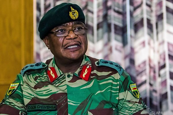 Militärchef Chiwenga stellte Präsident Mugabe die Rute ins Fenster