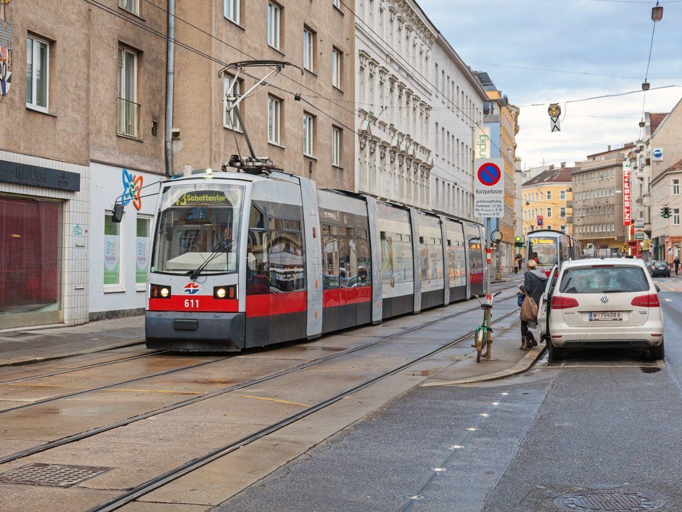 27 Jährige Von Wiener Straßenbahn Linie 43 Erfasst Vienna Online