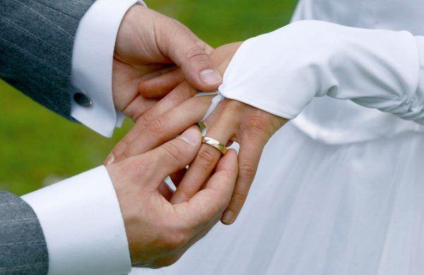 Eine Mutter heiratete in den USA erst ihren Sohn und Jahre später ihre Tochter.