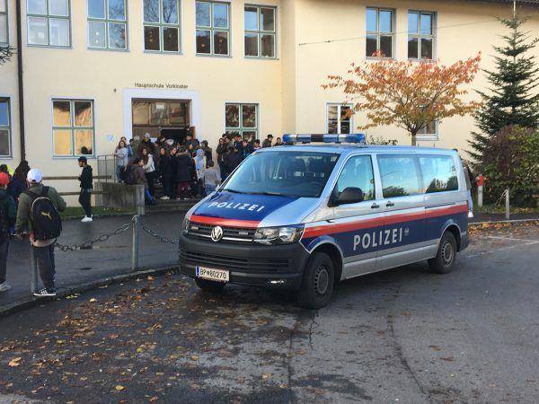 Die Polizei war mit mehreren Streifen im Einsatz.