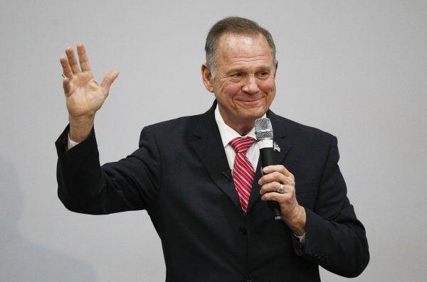 Moore soll in den 1980er Jahren vier Frauen sexuell belästigt haben.