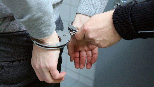 Für einen der Männer klickten wegen Nötigung die Handschellen