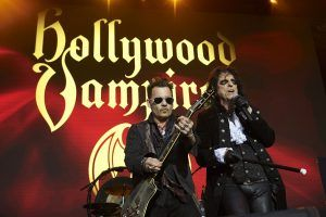 "Johnny Depp, Joe Perry und Alice Cooper als ""Hollywood Vampires"" auf der Burg Clam"