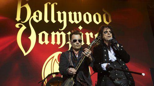 """Johnny Depp mit """"Hollywood Vampires"""" auf der Burg Clam"""