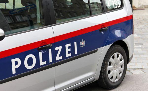 Die Polizei nahm die 33-Jährige nach der Messerattacke fest.