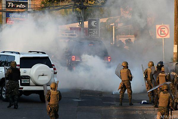 Sicherheitskräfte setzten Tränengas ein