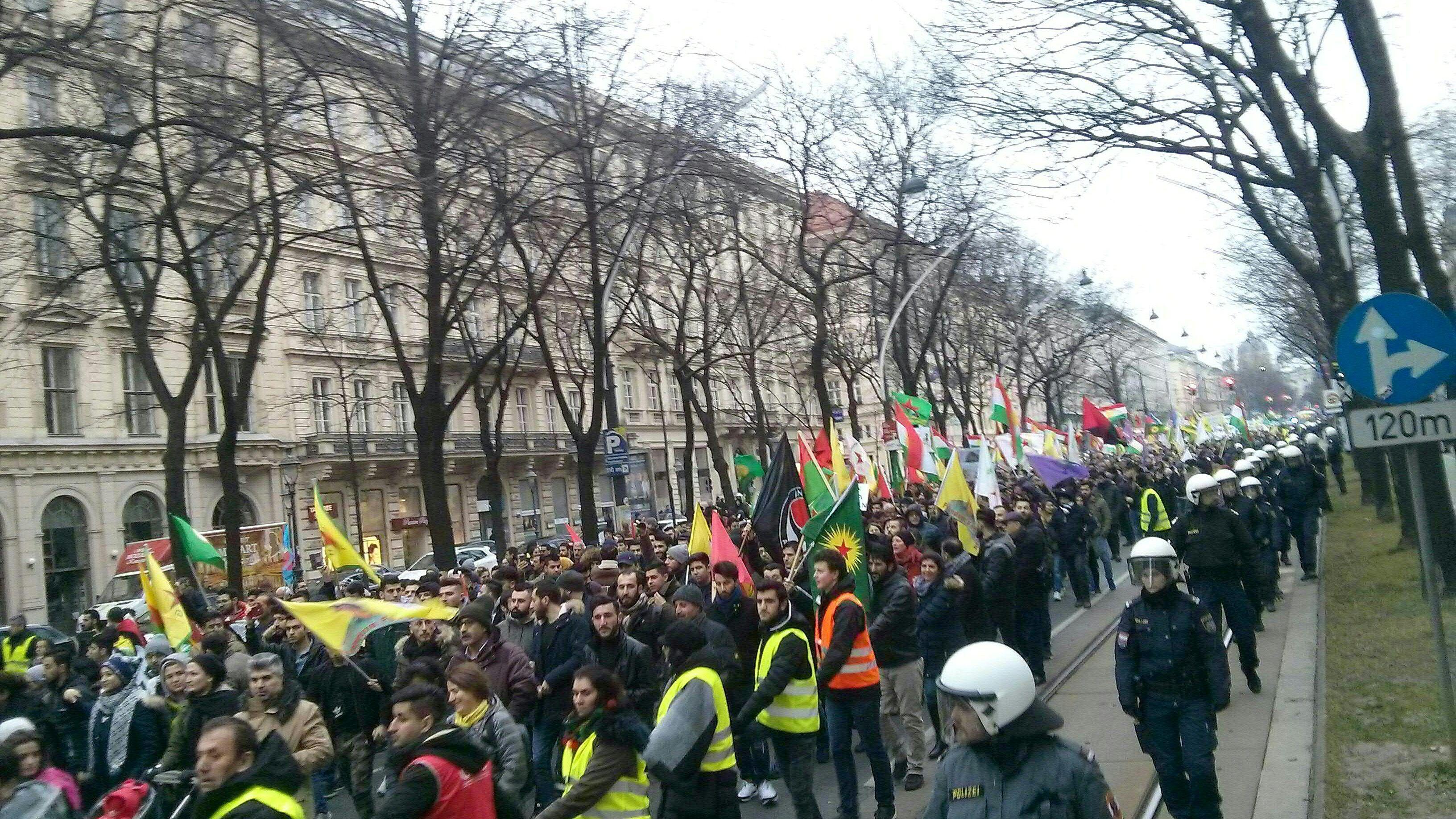 Demo Wien Photo: Wien: Demo Gegen Militäreinsatz In Syrien Von Passanten