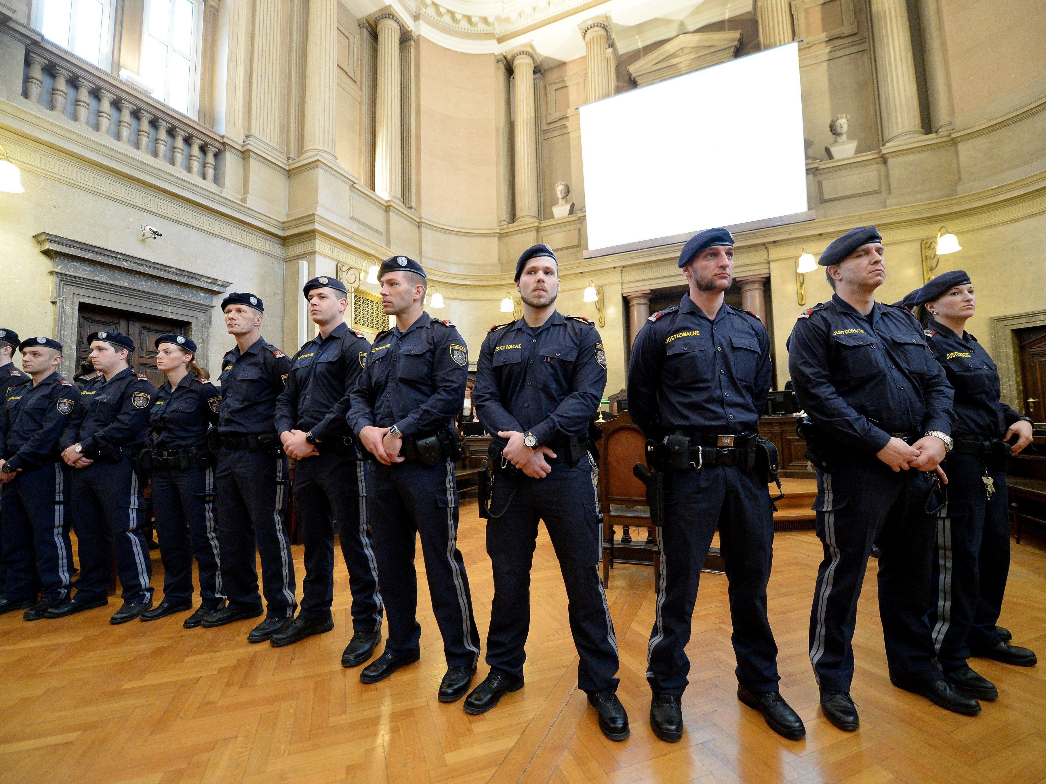 Von rund 1 600 Justizwacheanwärter schafften lediglich rund 200 den Test