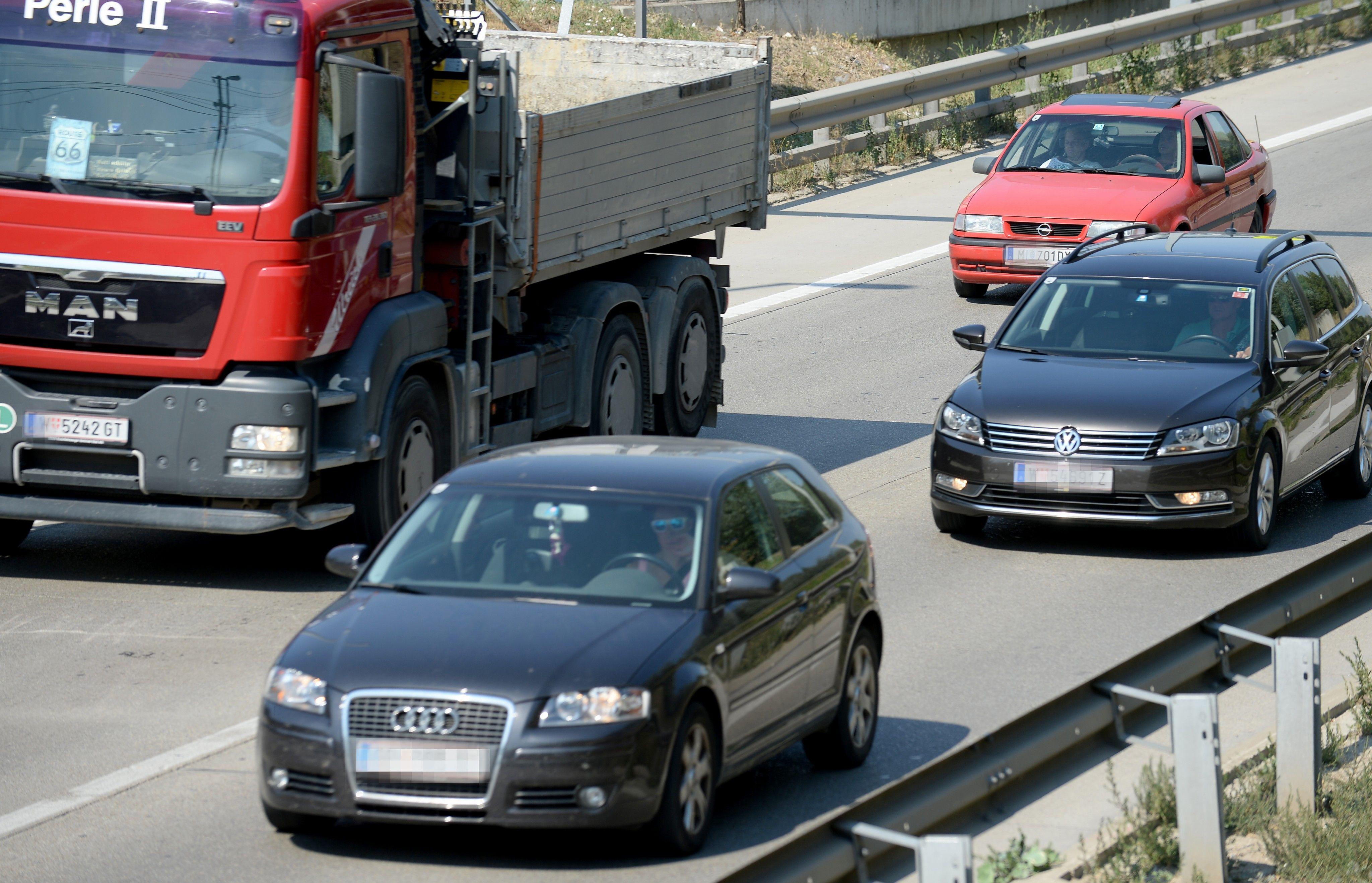 Wiener Außenringautobahn: Verkehrsbehinderungen nach Lkw-Unfall