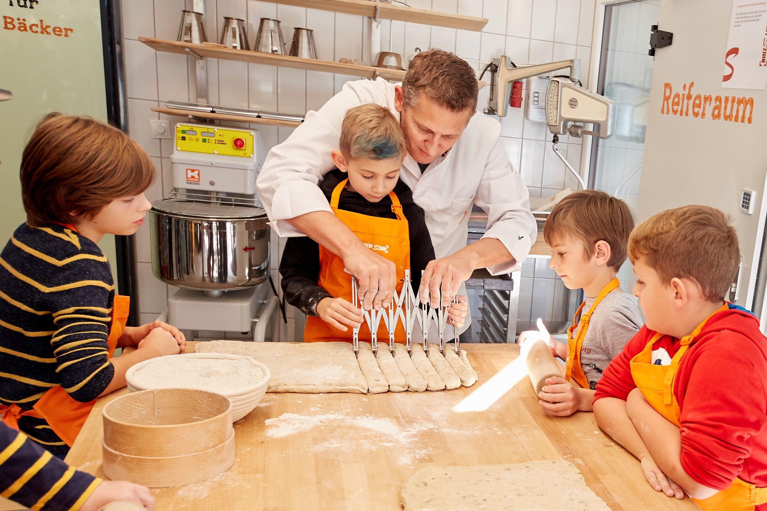 Backen mit Szihn: Wiener Traditionsbäcker unterstützt Kinder-Krebshilfe