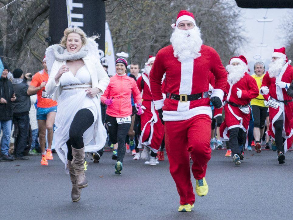 Christkind vs. Weihnachtsmann beim Christmas Run im Wiener ...