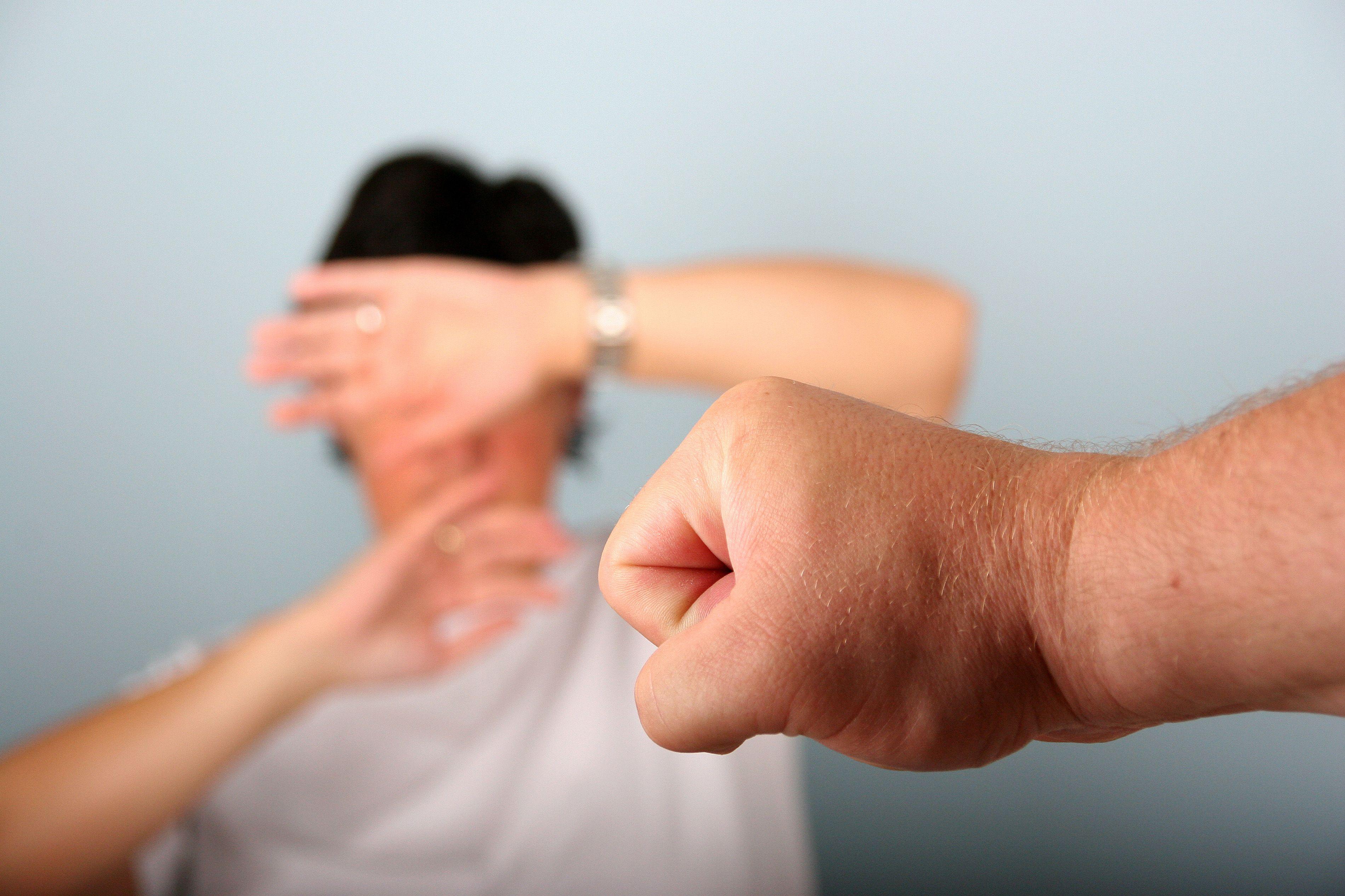 Gewalt an Frauen: Kritik an Einrichtung einer neuen Notrufnummer