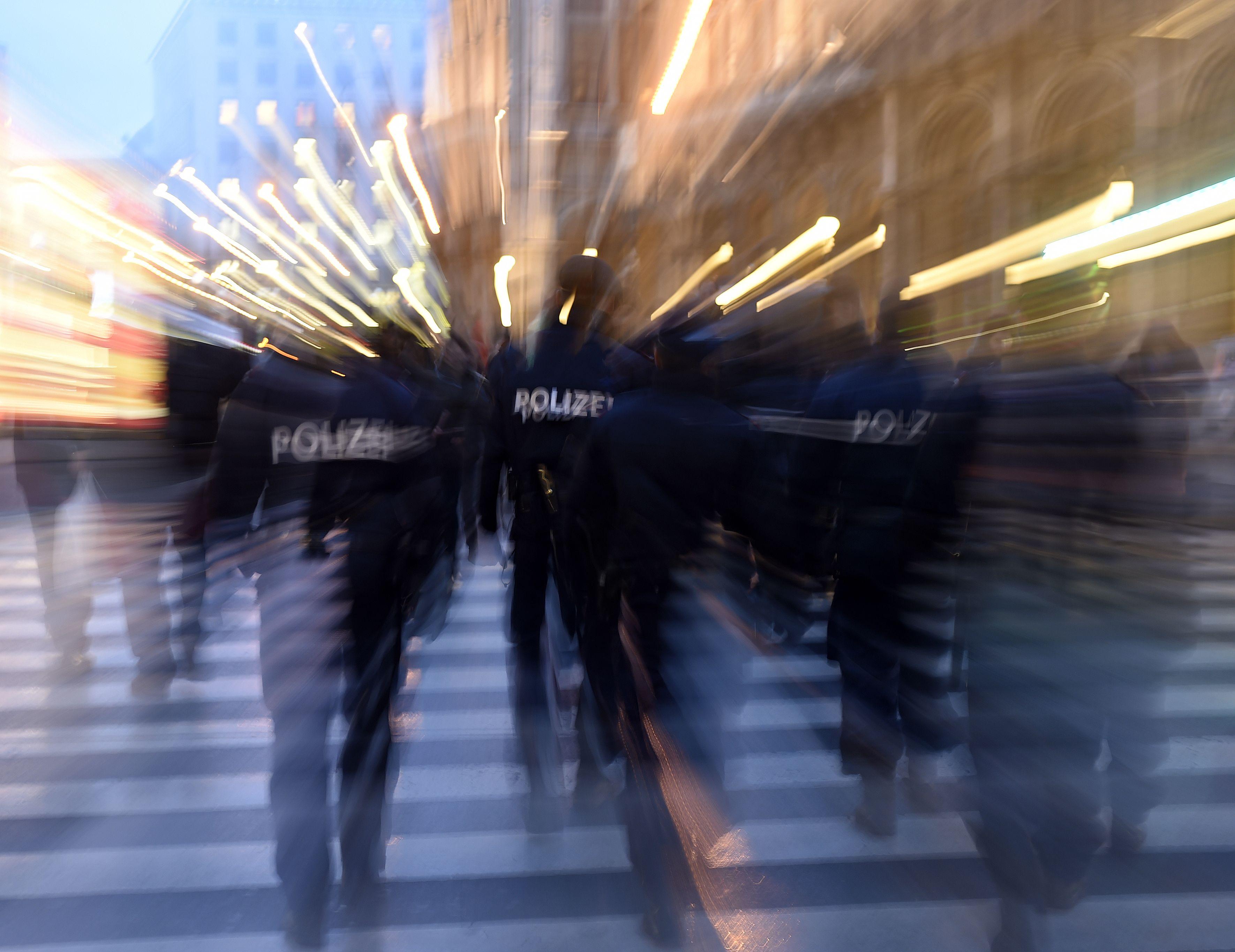 Unbekannter stach grundlos auf 17-Jährigen in Wien-Floridsdorf ein