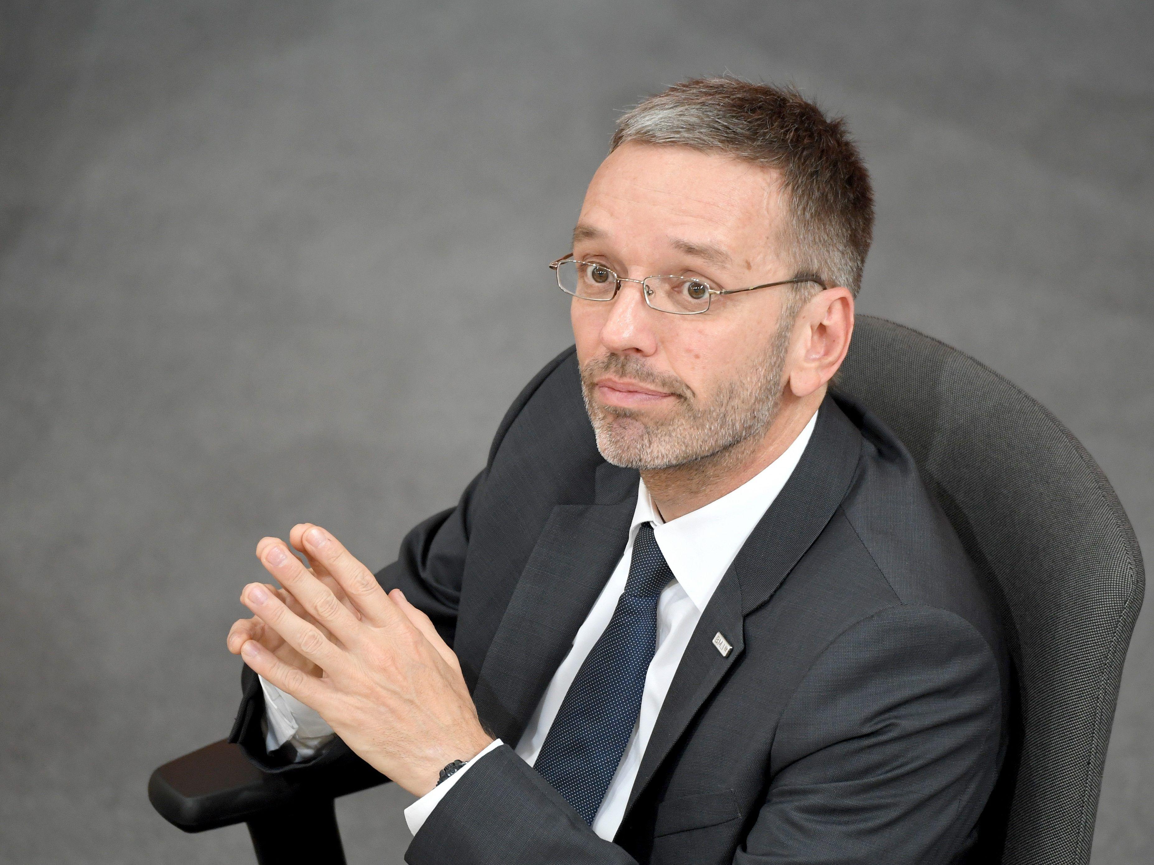 Kickl will überhaupt keine Asylanträge mehr in Österreich