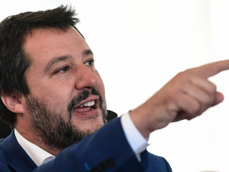 Matteo Salvini lässt die Spitzenkandidaten der rechtspopulistischen Parteien in Mailand zusammenkommen.