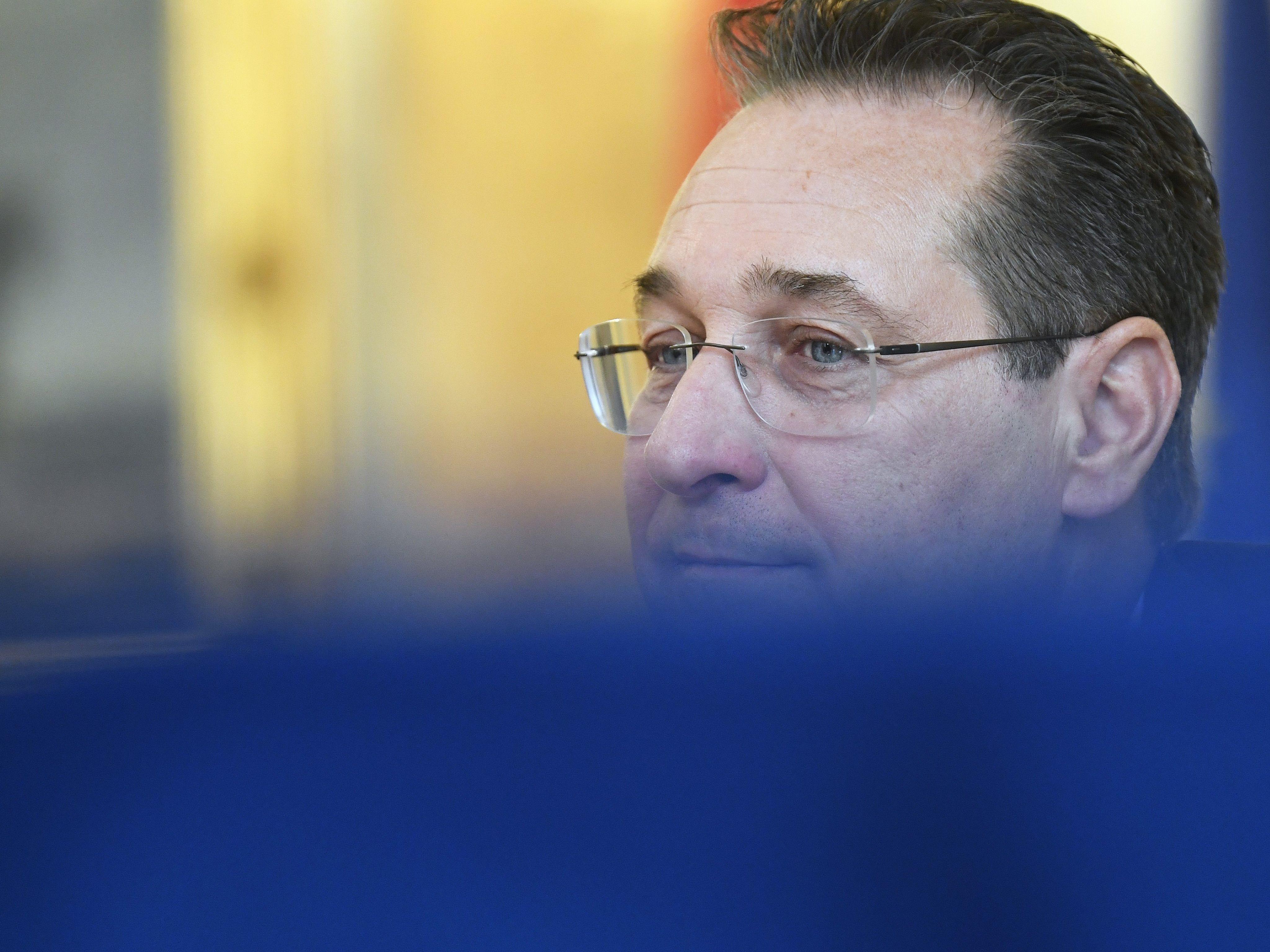 Strache droht vielleicht Parteiausschluss — EU-Wahl