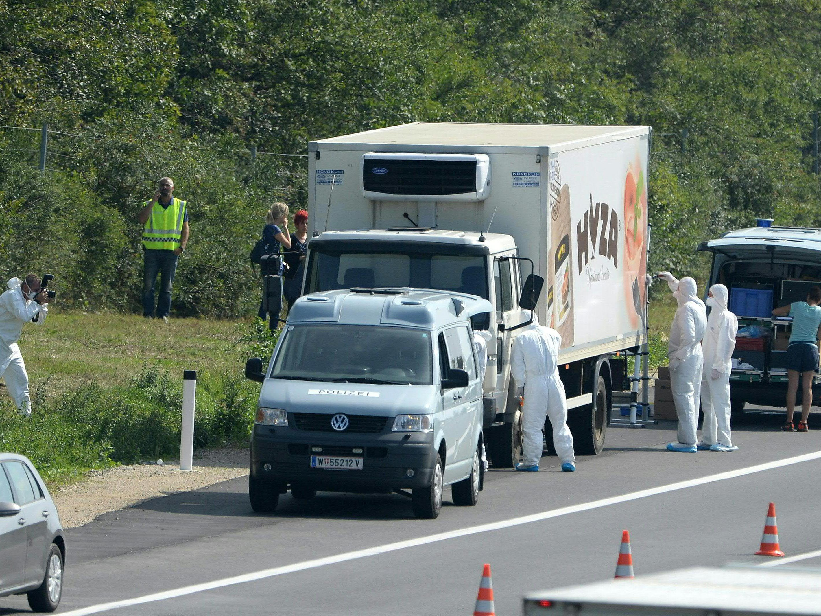 "71 bodies were discovered in the cooling truck. ""Title ="" 71 bodies were discovered in the refrigerator. ""/> </picture>   </div> <p>                     <span class="