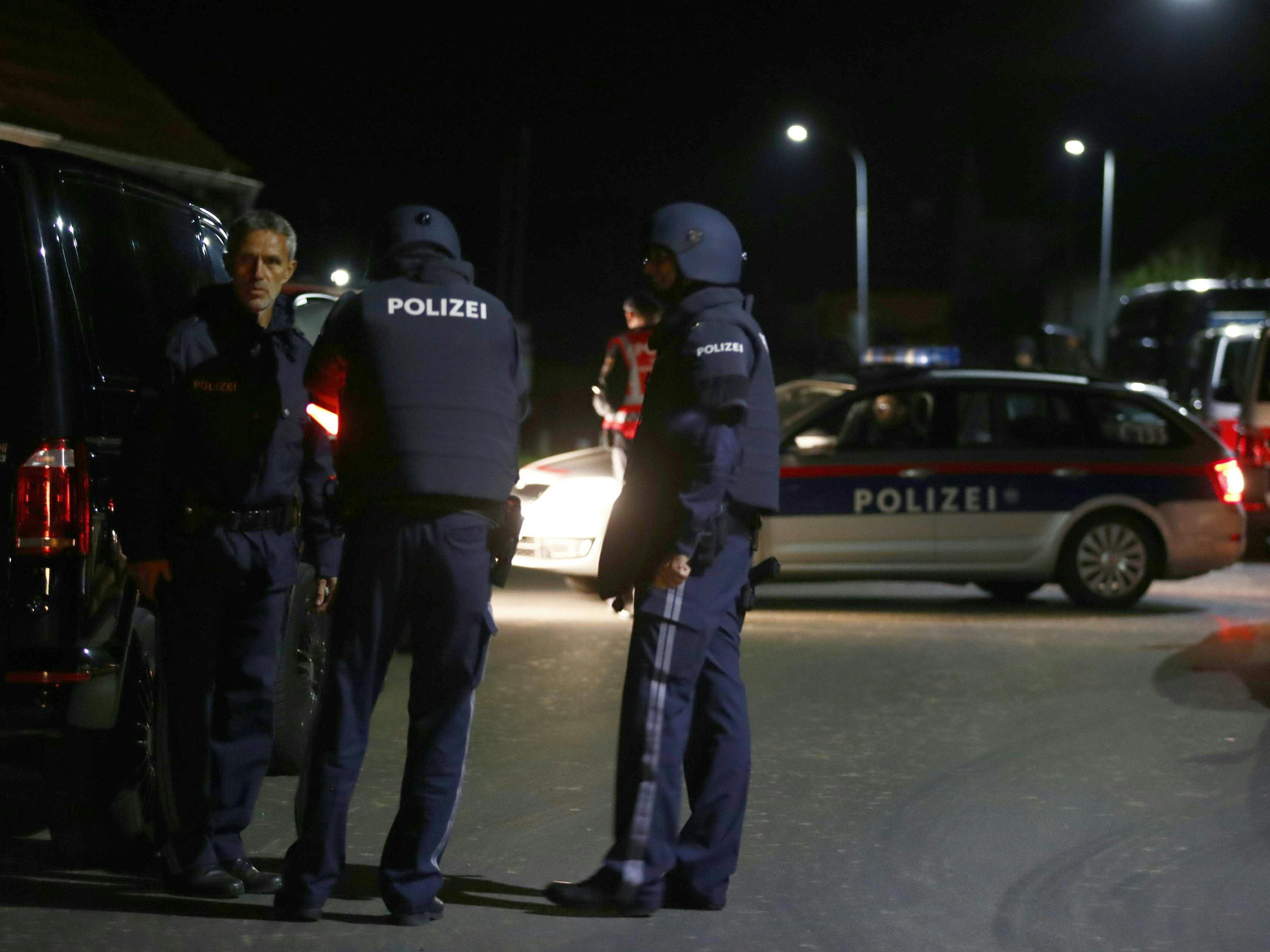 Mann schießt in Österreich von Balkon - Festnahme
