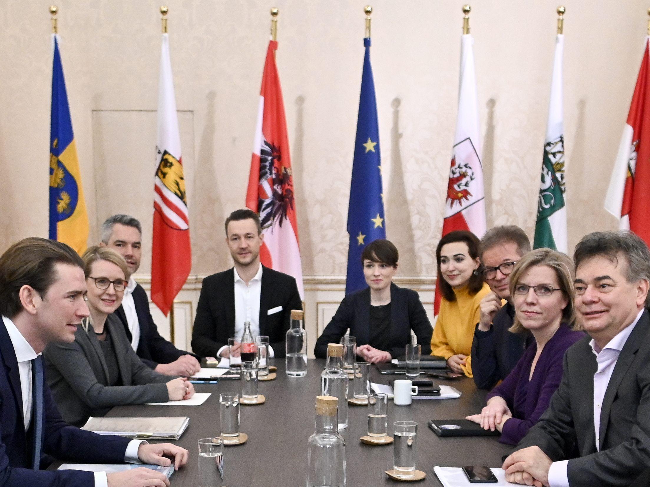 Wahlen: Kurz und Grünen-Chef Kogler stellen Regierungsprogramm für Österreich vor