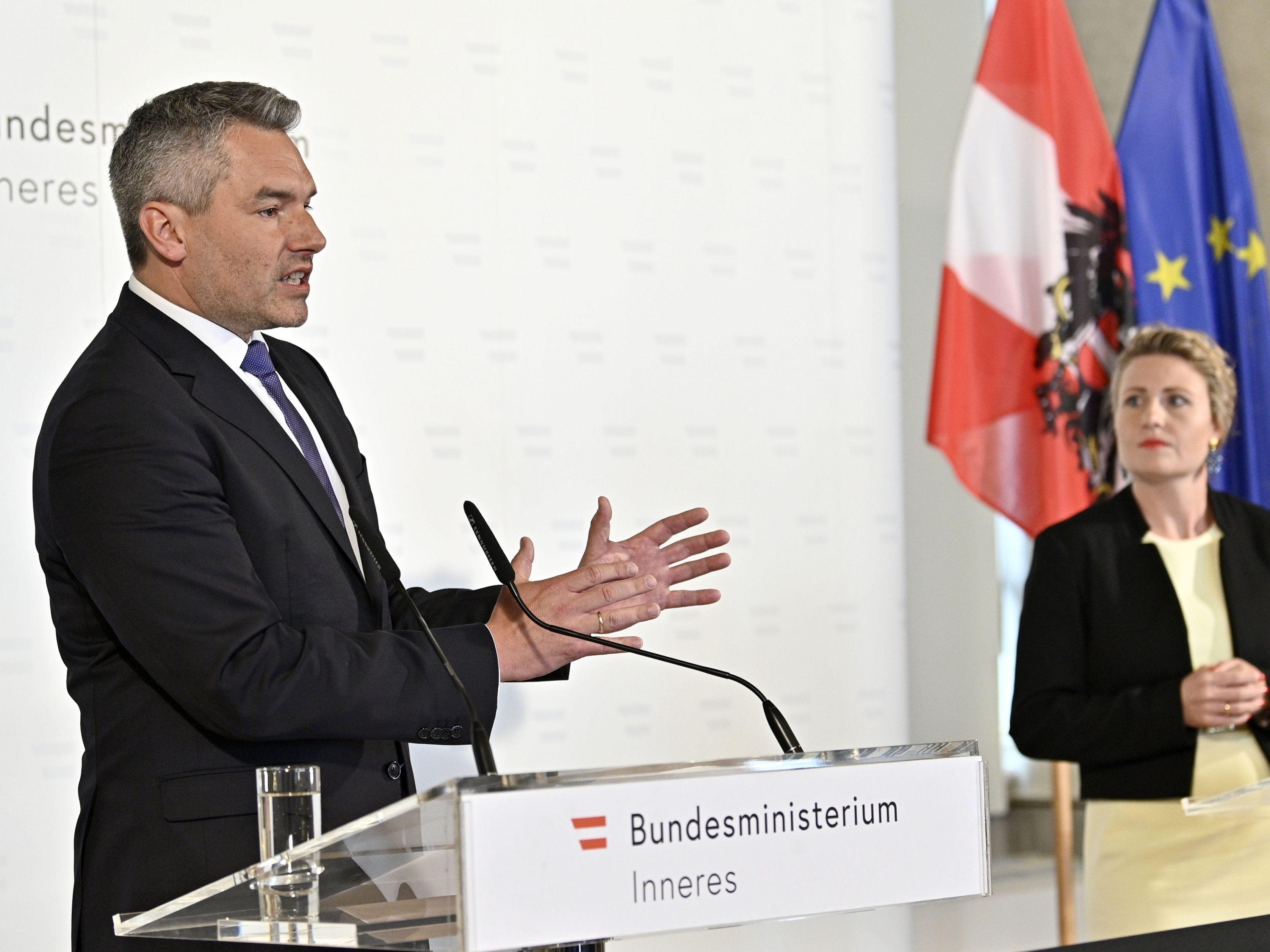 LIVE-Stream: Nehammer informiert über Demo-Ausschreitungen in Wien ...