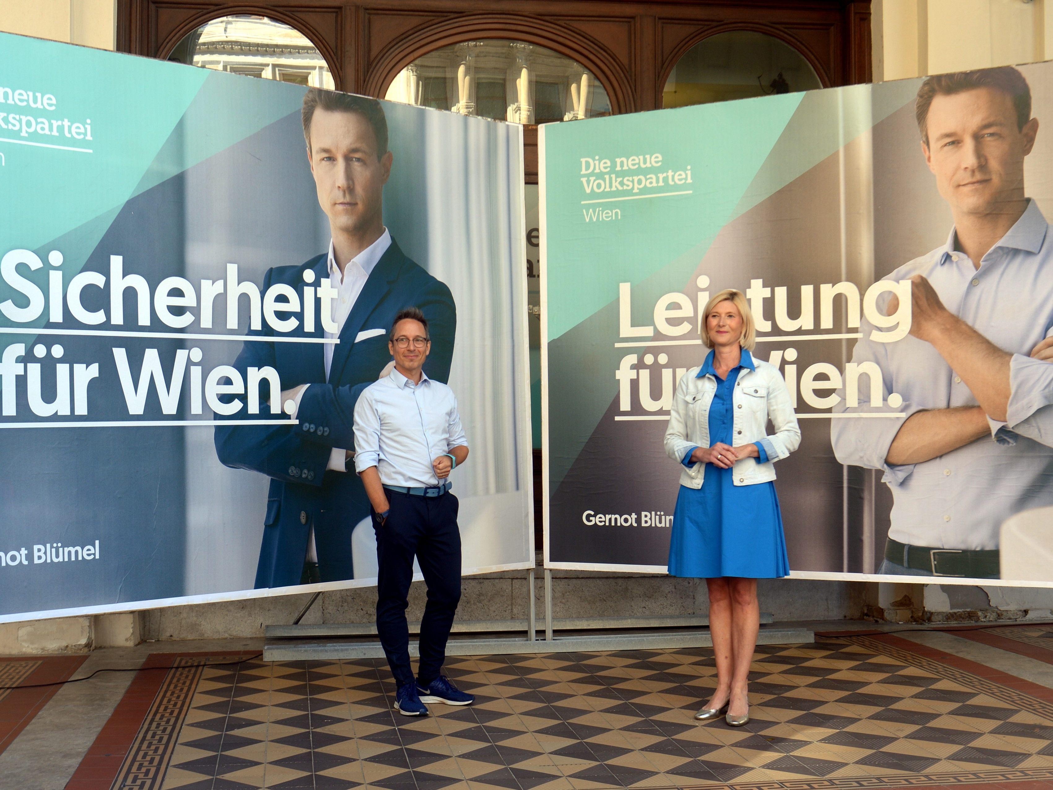 U00d6VP Pr U00e4sentierte Wien Wahl Plakate Bl U00fcmel Im Zentrum