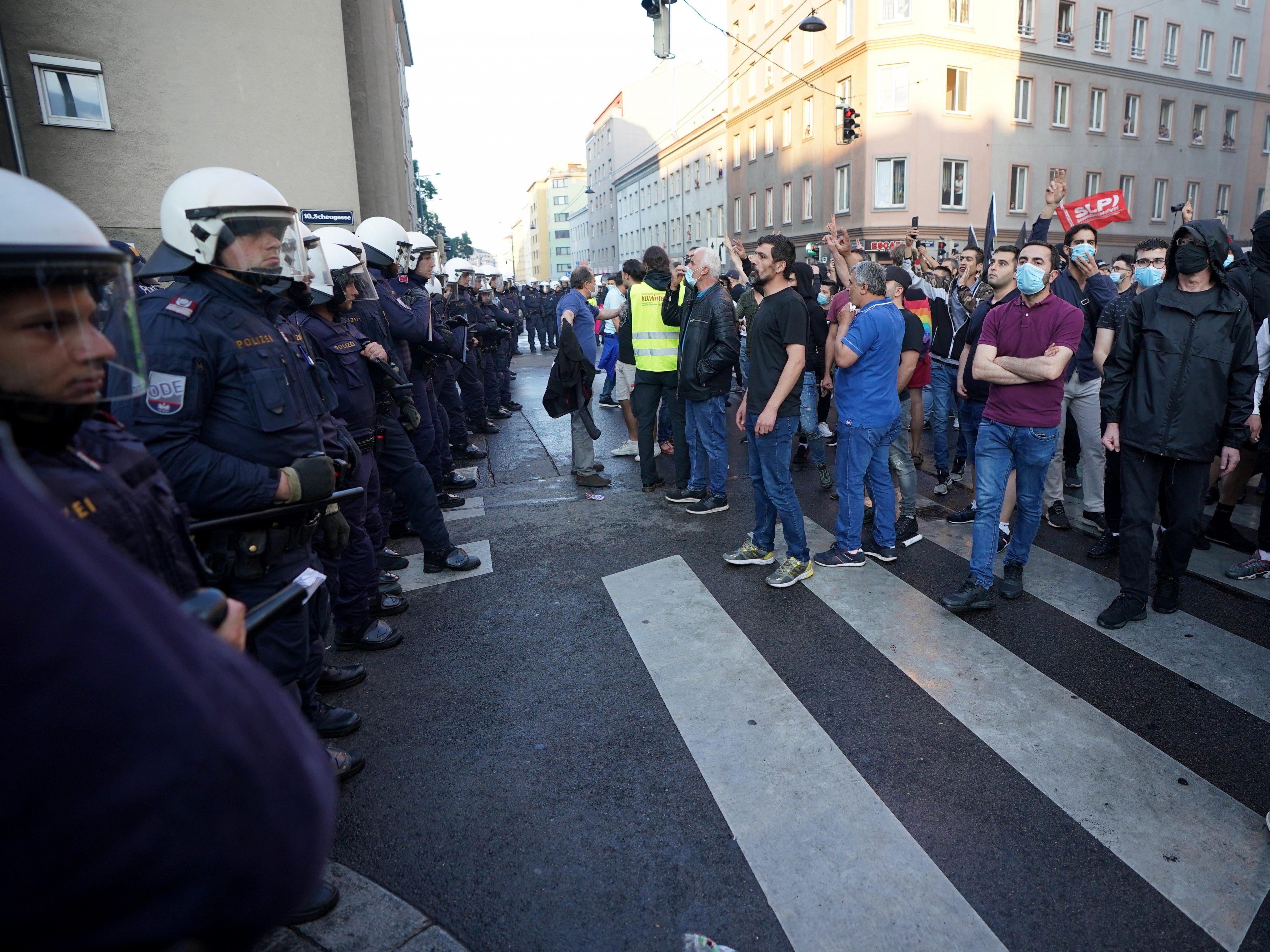 Infos an Geheimdienst: Türkischer Spion war bei Demo in Wien-Favoriten -  Vienna Online